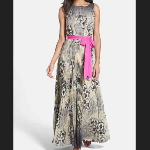 Sleeveless pleated maxi black cream floral ombre